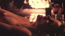 Секс с Синтией Бримхолл у камина