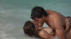 Секс с Келли Брук на берегу океана