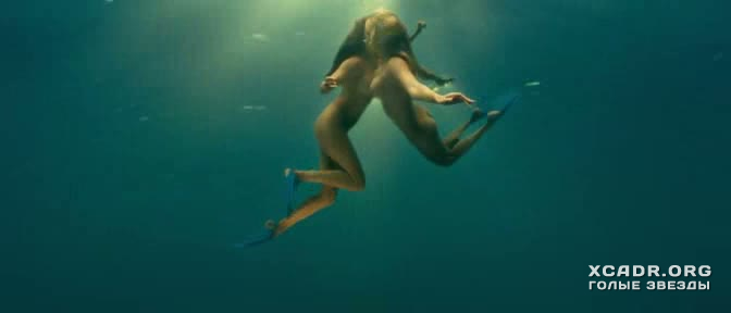 Полностью Голые Келли Брук И Райли Стил Под Водой – Пираньи 3d (2010)