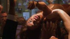 3. Танец Тайры Бэнкс на барной стойке – Бар «Гадкий койот»