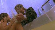 Плачущая в ванной Екатерина Гусева