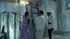 Срывание халата с Елизаветы Боярской