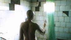 2. Дарья Мороз принимает душ – Точка