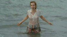 Яна Есипович в мокрой блузке