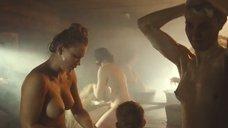 2. Аньорка Штрехель, Юлия Пересильд и Анна Уколова в бане – Край