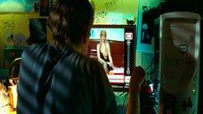 Анна Старшенбаум демонстрирует сиськи в секс-чате