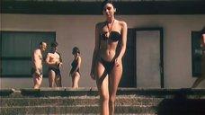 Брюнетка в прозрачном купальнике