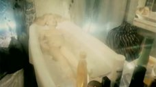 3. Голая Александра Колкунова в ванне – Болотная street, или Средство против секса