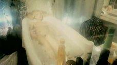4. Голая Александра Колкунова в ванне – Болотная street, или Средство против секса