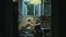 Александра Колкунова забыла прикрыть свою грудь