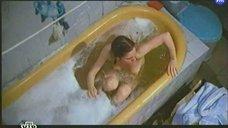 Обнаженная Марина Зудина в ванне