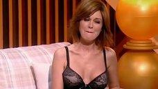 2. Анастасия Заворотнюк показала грудь на своем шоу