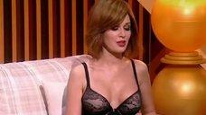 3. Анастасия Заворотнюк показала грудь на своем шоу