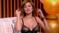 4. Анастасия Заворотнюк показала грудь на своем шоу
