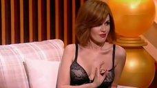 5. Анастасия Заворотнюк показала грудь на своем шоу