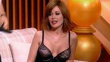 6. Анастасия Заворотнюк показала грудь на своем шоу