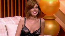 Анастасия Заворотнюк показала грудь на своем шоу
