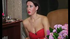 Слишком открытое декольте Алики Смеховой