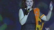 Лариса Недин выступает в прозрачном платье