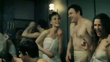 Алла Мурина и Эвелина Блёданс танцуют в простынях