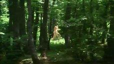 Забавы с обнаженной Анной Самохиной в лесу