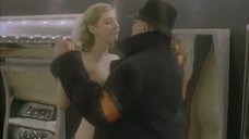 1. Танец с обнаженной Дарьей Фекленко – Десять лет без права переписки