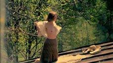 Жанна Болотова загорает топлес