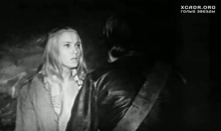 Голая Грудь Индры Брике – В Тени Меча (1976)