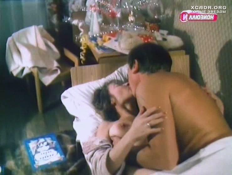 kino-s-goloy-larisoy-udovichenko-babi-drochat-za-kompyuterom