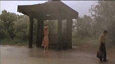 Лариса Шахворостова под дождем