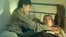 4. Мальчик целует грудь Марины Гайзидорской – Черная магия, или Свидание с дьяволом