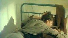 5. Мальчик целует грудь Марины Гайзидорской – Черная магия, или Свидание с дьяволом