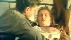 7. Мальчик целует грудь Марины Гайзидорской – Черная магия, или Свидание с дьяволом
