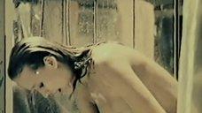1. Марина Майко принимает душ – Депрессия