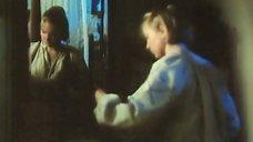 1. Марина Яковлева переодевается перед зеркалом – Далекий голос кукушки