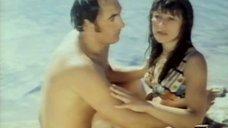 Дурачества Натальи Варлей на пляже