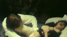 С Натальи Щукиной срывают блузку