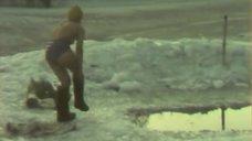 Тамара Акулова купается в проруби