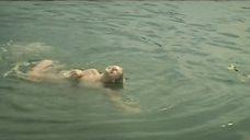 Вайва Майнелите купается