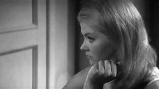 Лилита Озолиня в прозрачной ночнушке