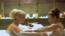 Анна Семенович и Эвелина Блёданс развлекаются в ванной