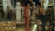 Анастасия Вертинская принимает душ