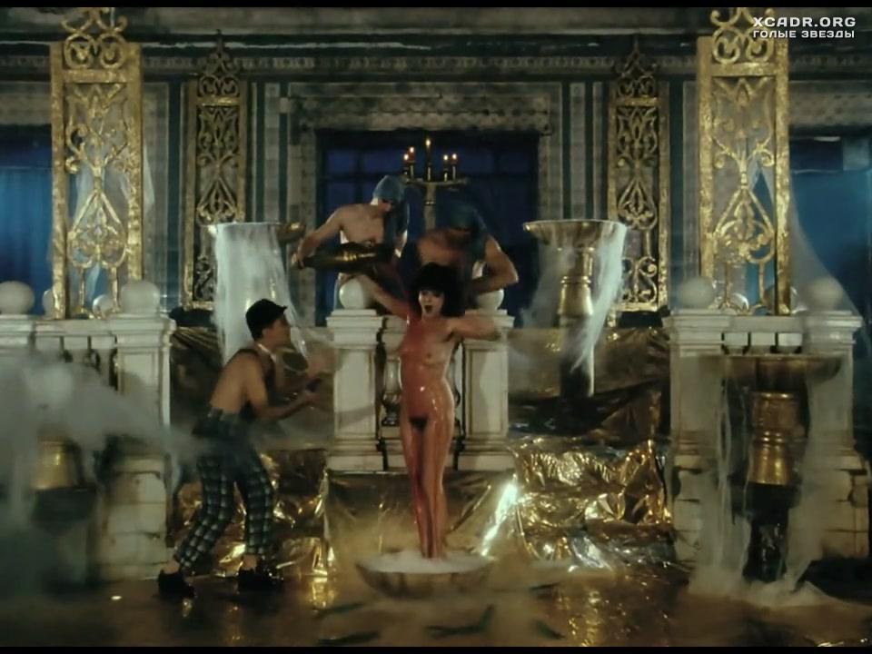 Анастасия Вертинская принимает душ  Мастер и Маргарита