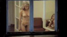 Обнаженная Екатерина Голубева в окне