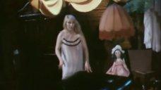 Ирина Мирошниченко в ночнушке