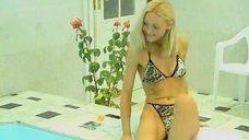 Ксения Энтелис в купальнике