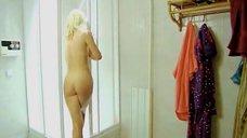 Ксения Энтелис принимает душ