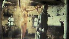 Ольга Сумская принимает душ из дождя