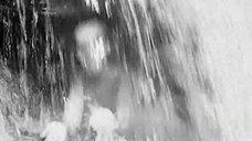 2. Обнаженная Любовь Румянцева у водопада – Альпийская баллада
