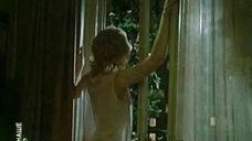 Ирина Малышева в прозрачной накидке